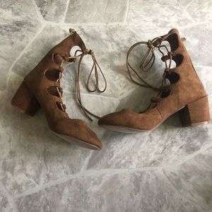NWOT BUCCO Brown lace up gladiator style SZ 6 9